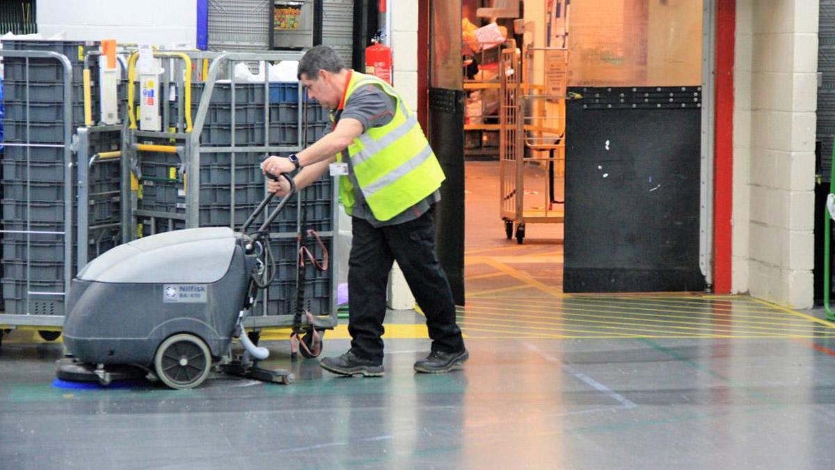 Nettoyage d'un entrepôt logistique